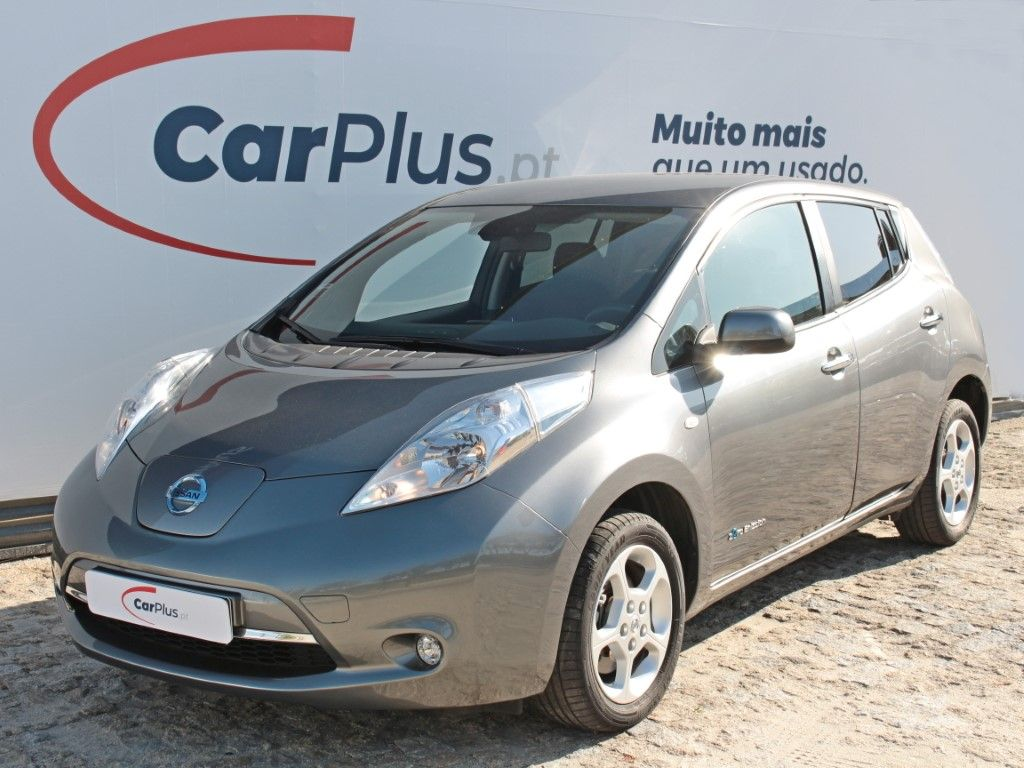 Nissan LEAF 109cv Acenta 30 kWh segunda mão Porto