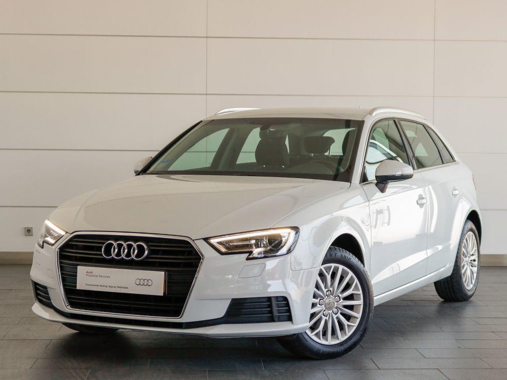Audi A3 Sportback 1.0 TFSI Business line segunda mão Setúbal