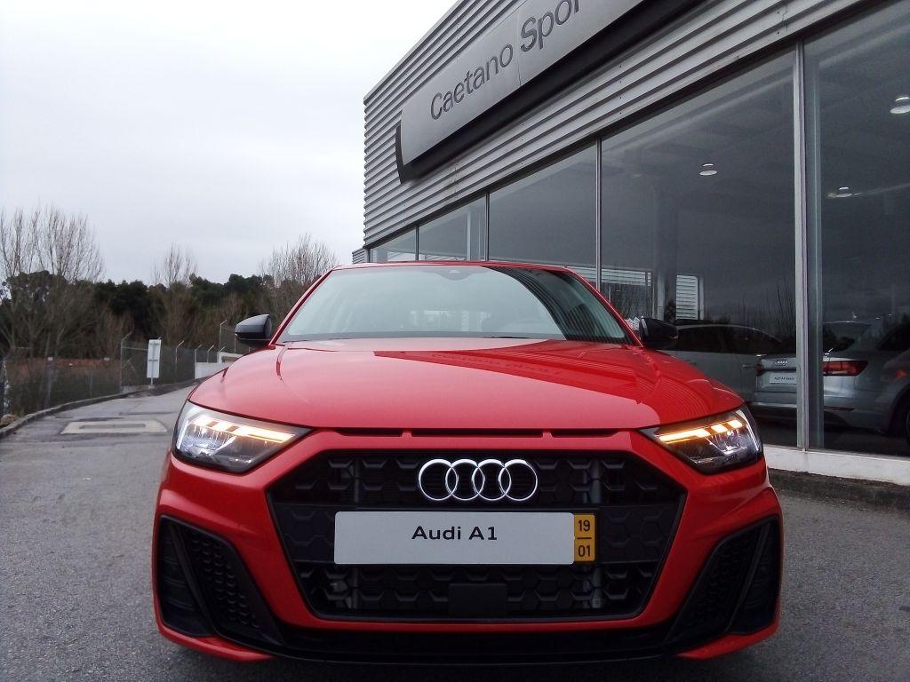 Audi A1 1.0 30 TFSI Line Sportback segunda mão Porto