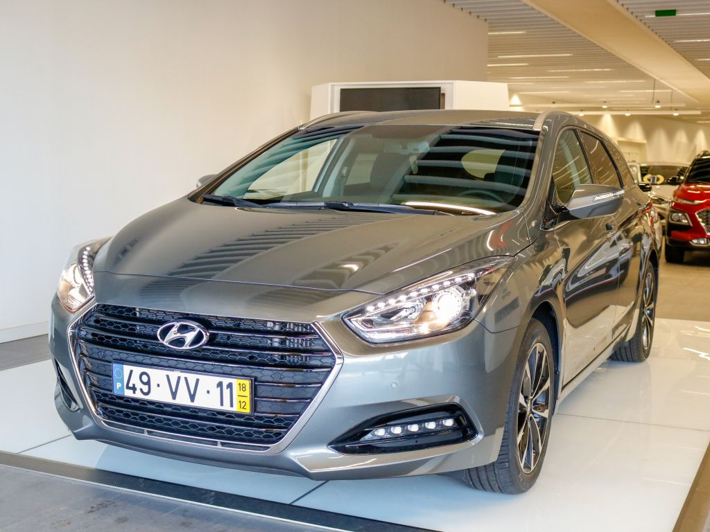Hyundai i40 1.7 SW DCT CRDi HP Blue Style MY17 segunda mão Lisboa