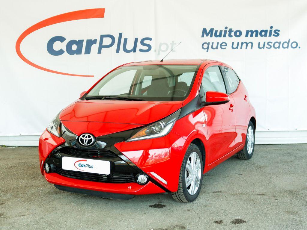 Toyota Aygo 1.0 VVT-i x-play segunda mão Braga