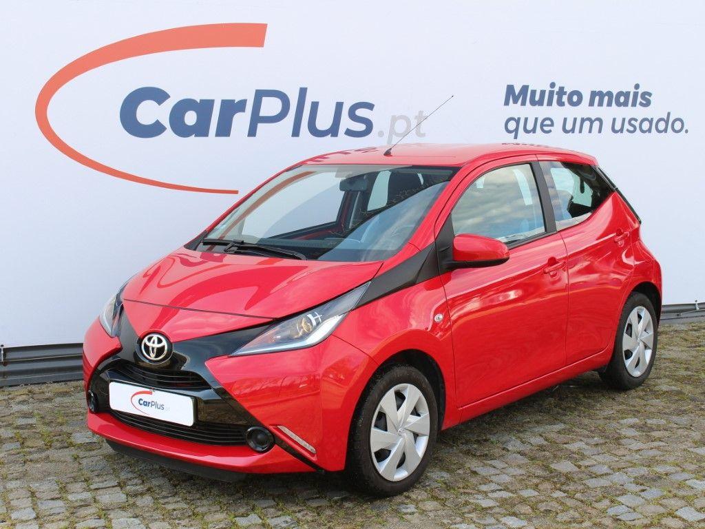 Toyota Aygo 1.0 VVT-i x-play plus x-touch segunda mão Braga