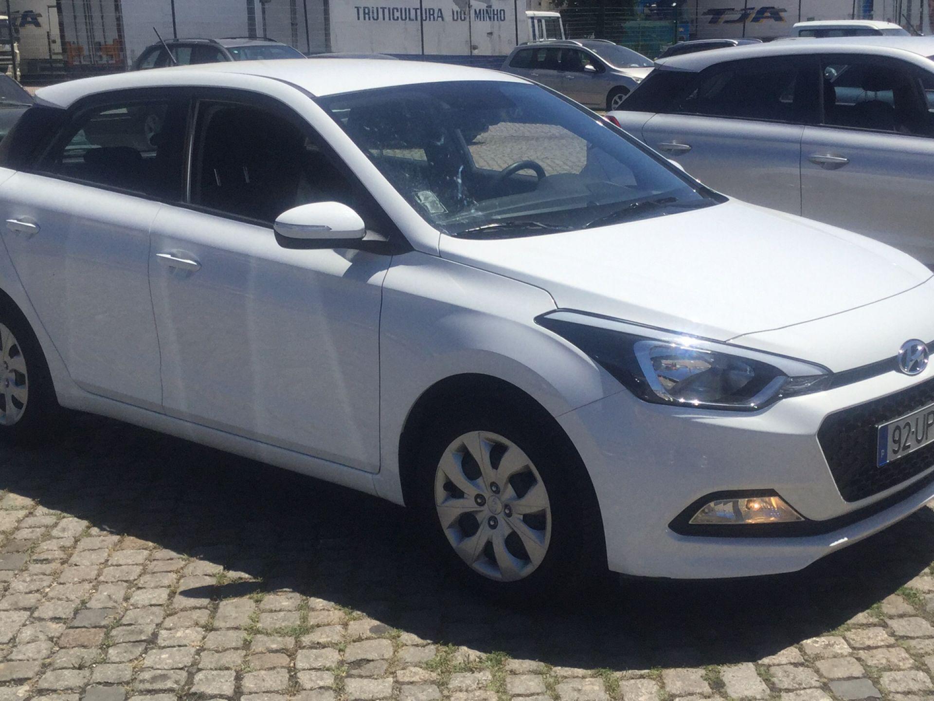 Hyundai i20 1.2 75Cv Access+Bth+Comandos segunda mão Porto