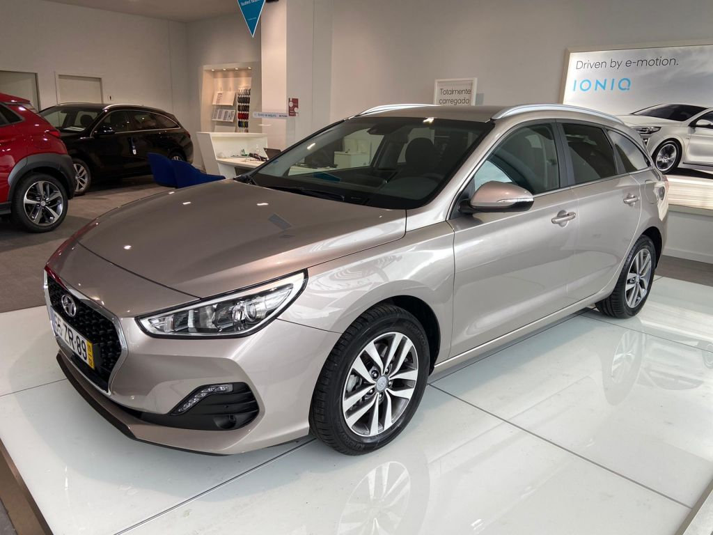 Hyundai i30 SW 1.6 CRDi Style MY19 116cv segunda mão Lisboa