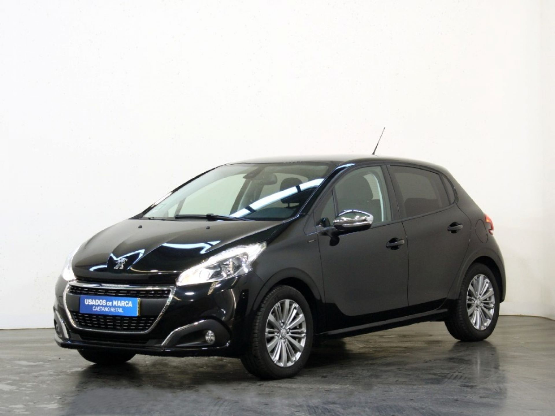 Peugeot 208 Signature 1.2 PureTech 82 Euro 6.2 segunda mão Porto