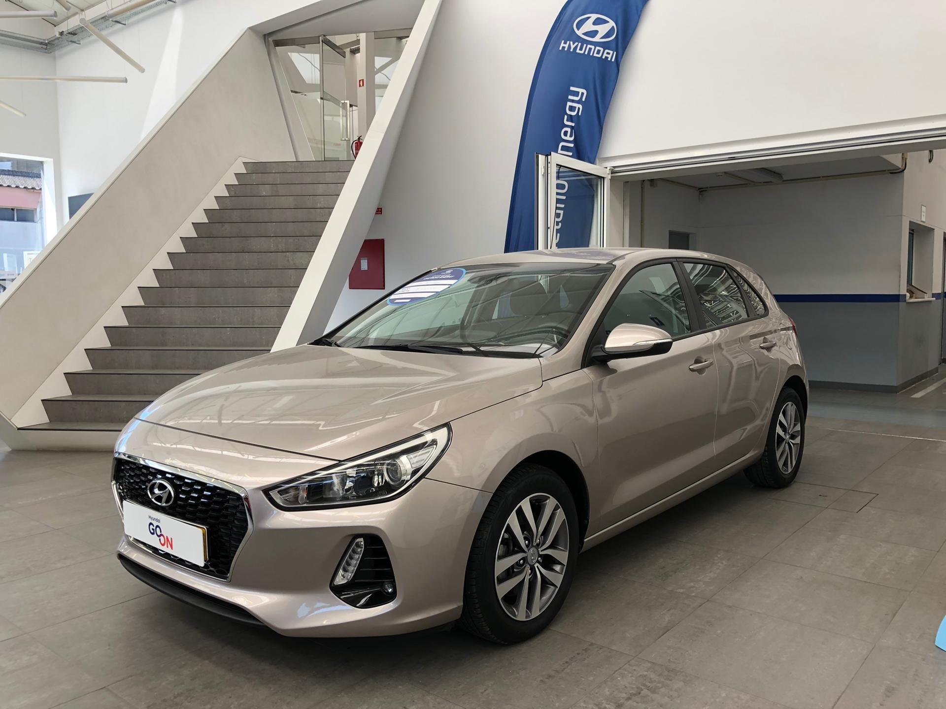 Hyundai i30 5P 1.6 CRDi COMFORT + NAVI 110CV  segunda mão Porto