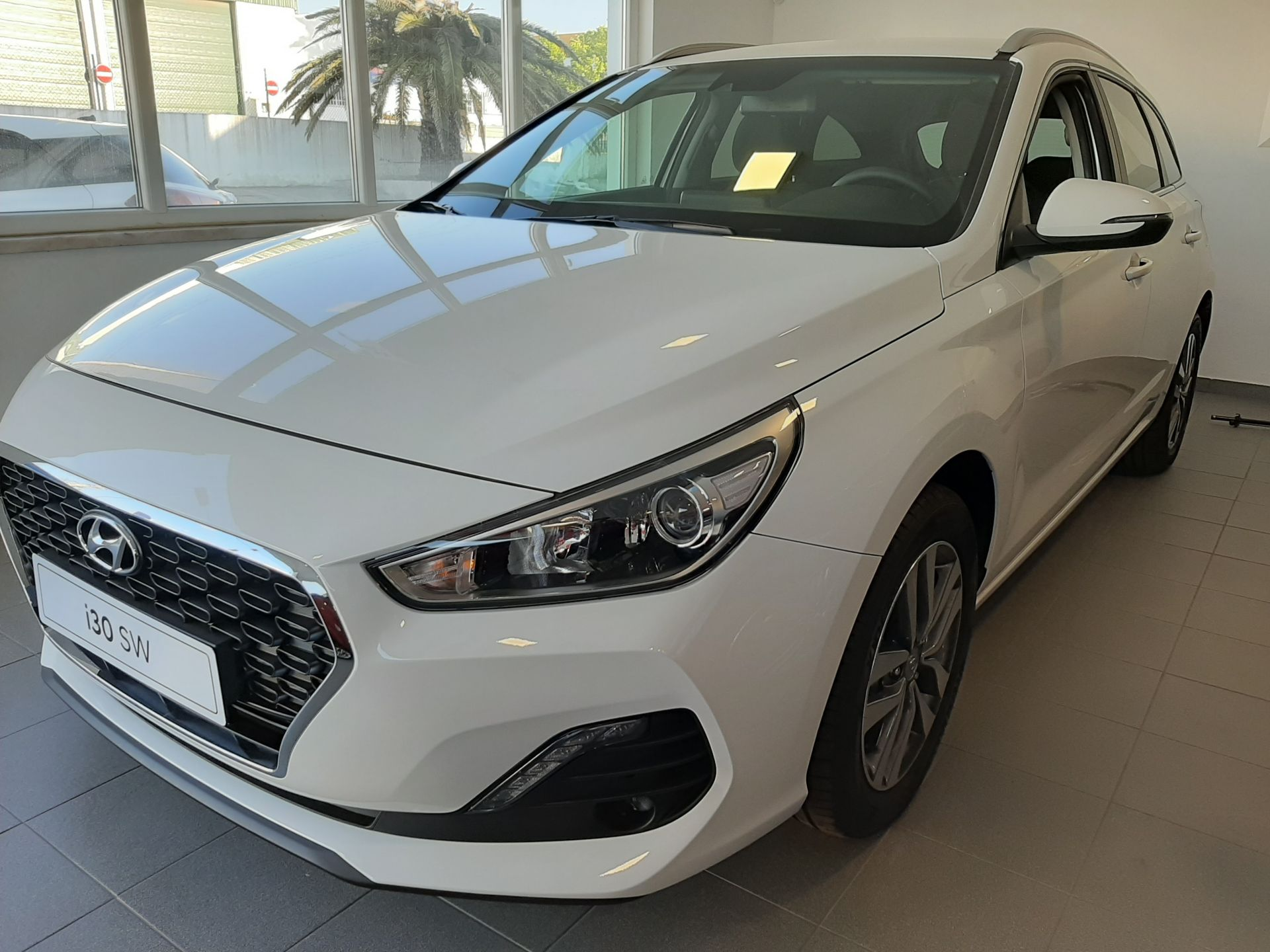 Hyundai i30 SW 1.6 CRDi 116cv Style + Navi MY195 segunda mão Setúbal