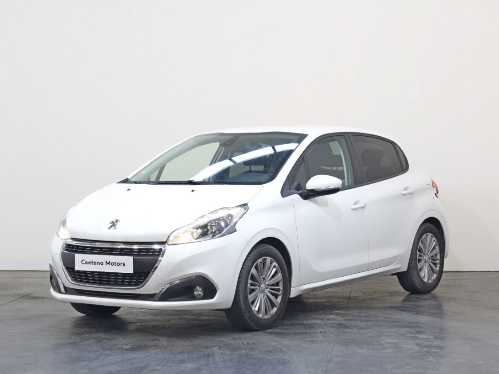 Peugeot 208 Signature 1.2 PureTech 82 Euro 6.2 usada Porto