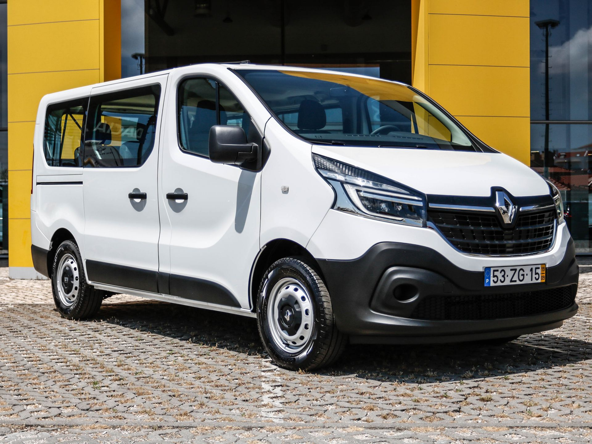 Renault Trafic Combi ZEN L1H1 1,0T 2.0 Energy DCI 120CV usada Setúbal