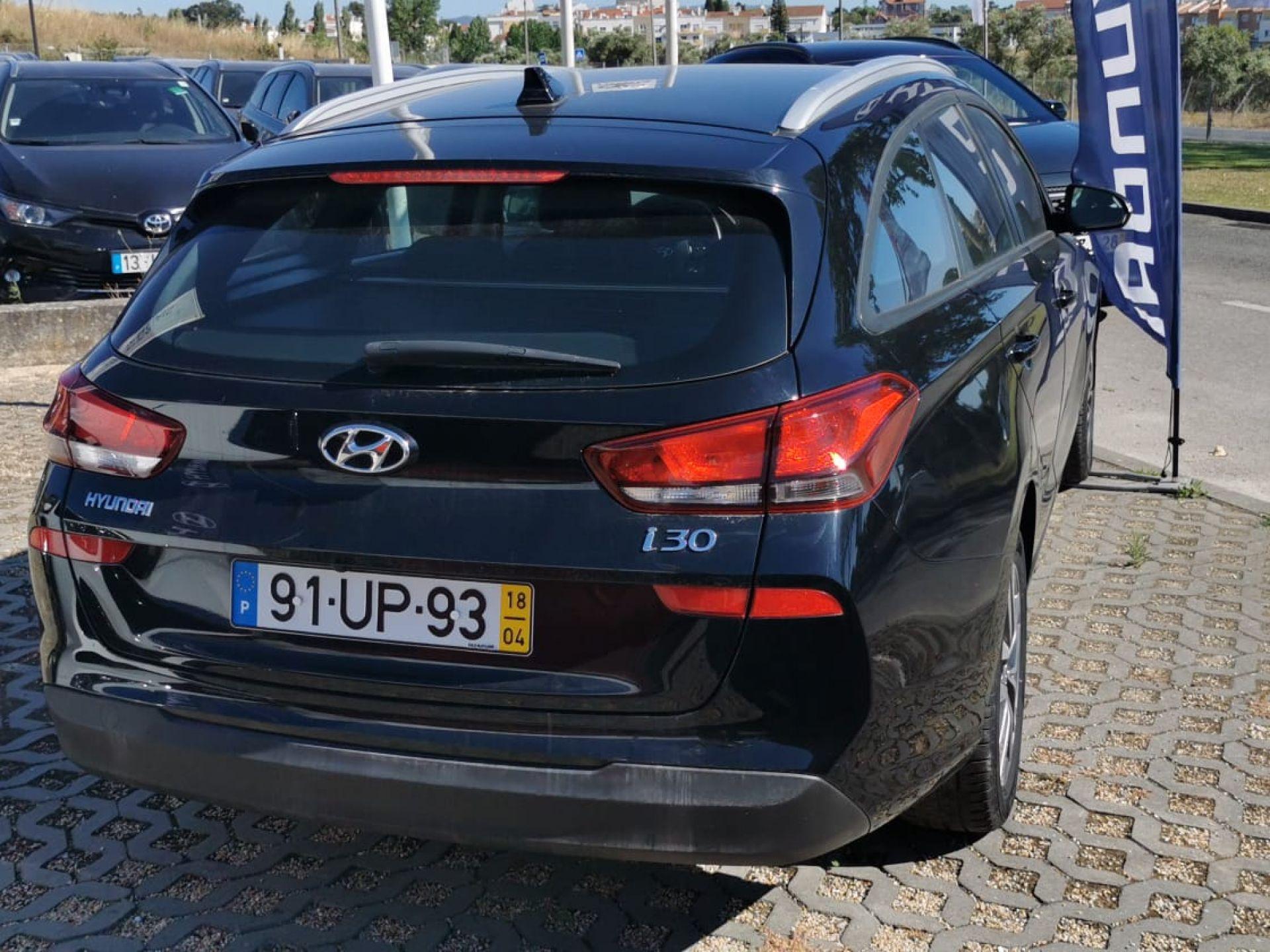 Hyundai i30 SW 1.6 CRDi COMFORT + BTL + NAV 110CV segunda mão Setúbal