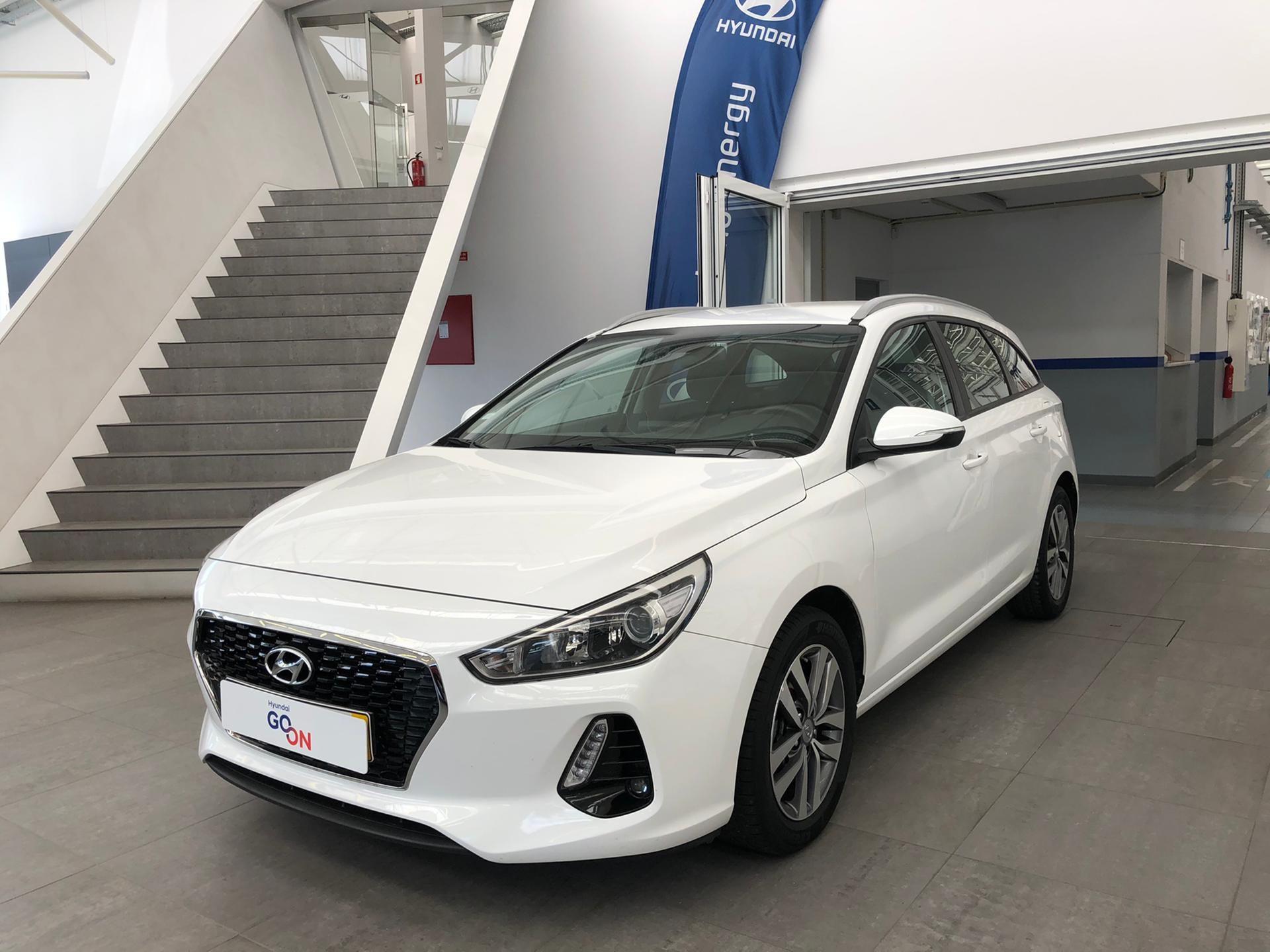 Hyundai i30 SW 1.0 TGDi COMFORT + BTL + NAV 120CV segunda mão Porto