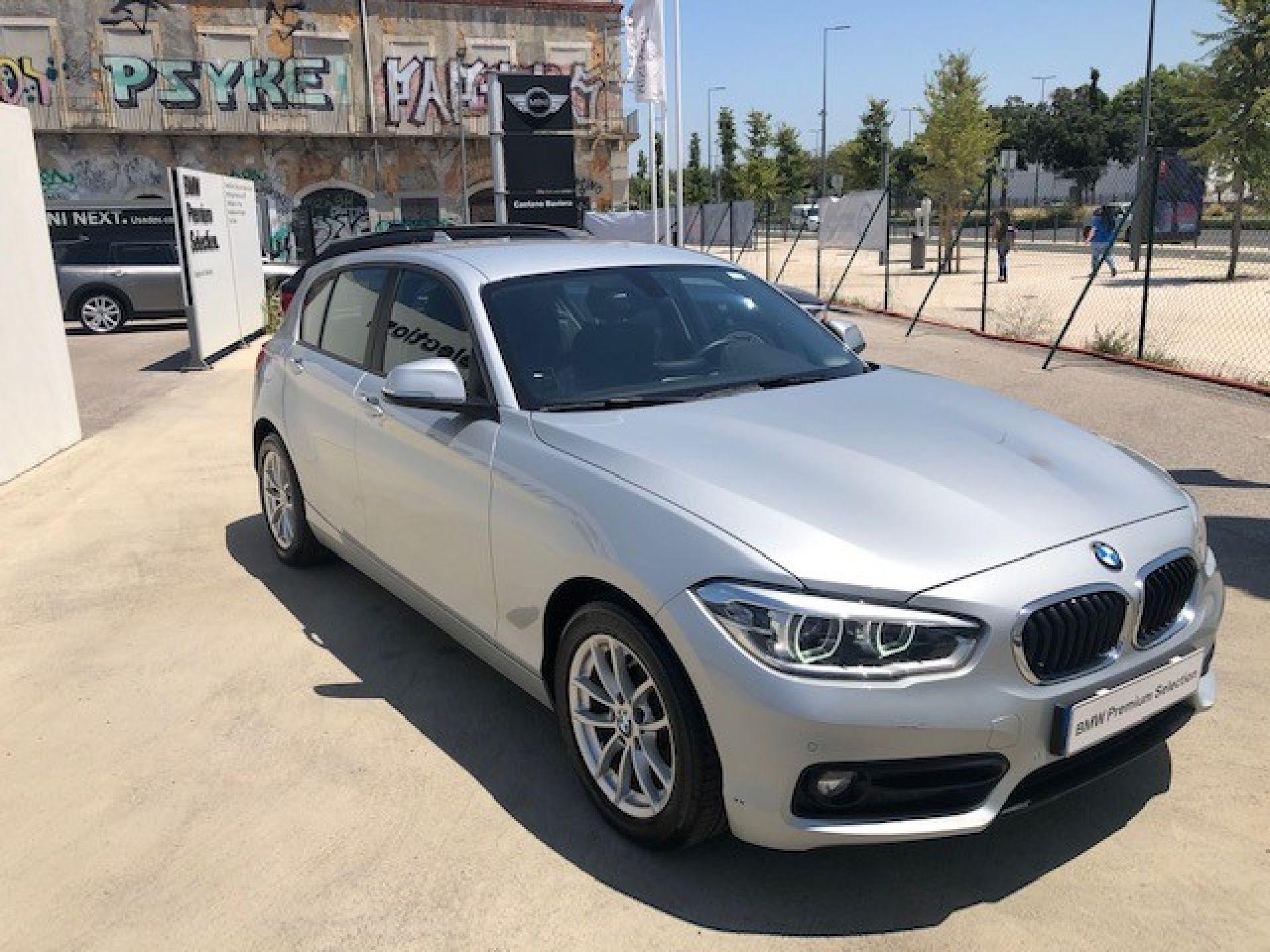 BMW Serie 1 116d Auto LINE SPORT GPS LED PDC segunda mão Lisboa
