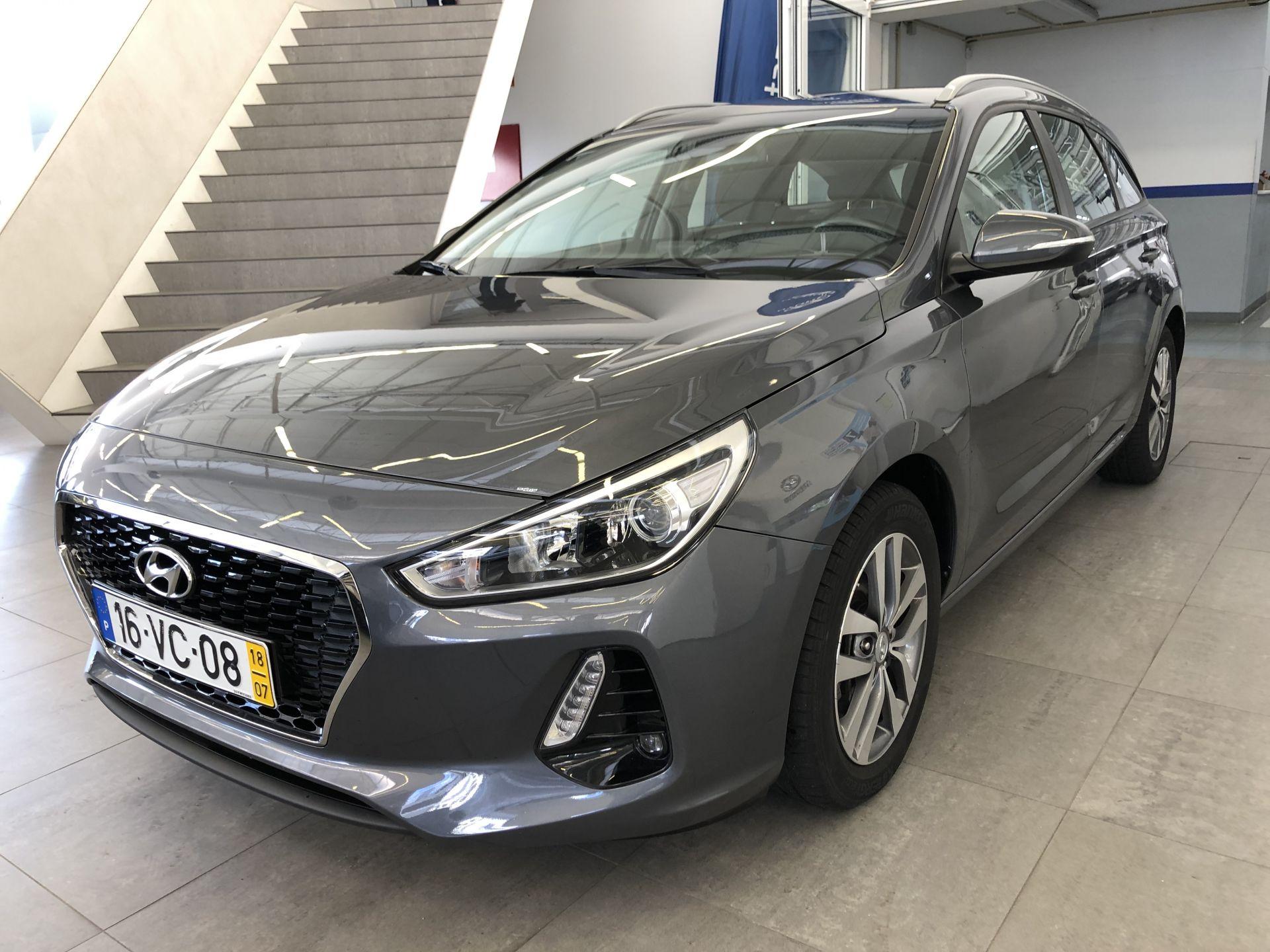 Hyundai i30 SW 1.0 TGDi COMFORT + BTL + NAV 120CV segunda mão Lisboa