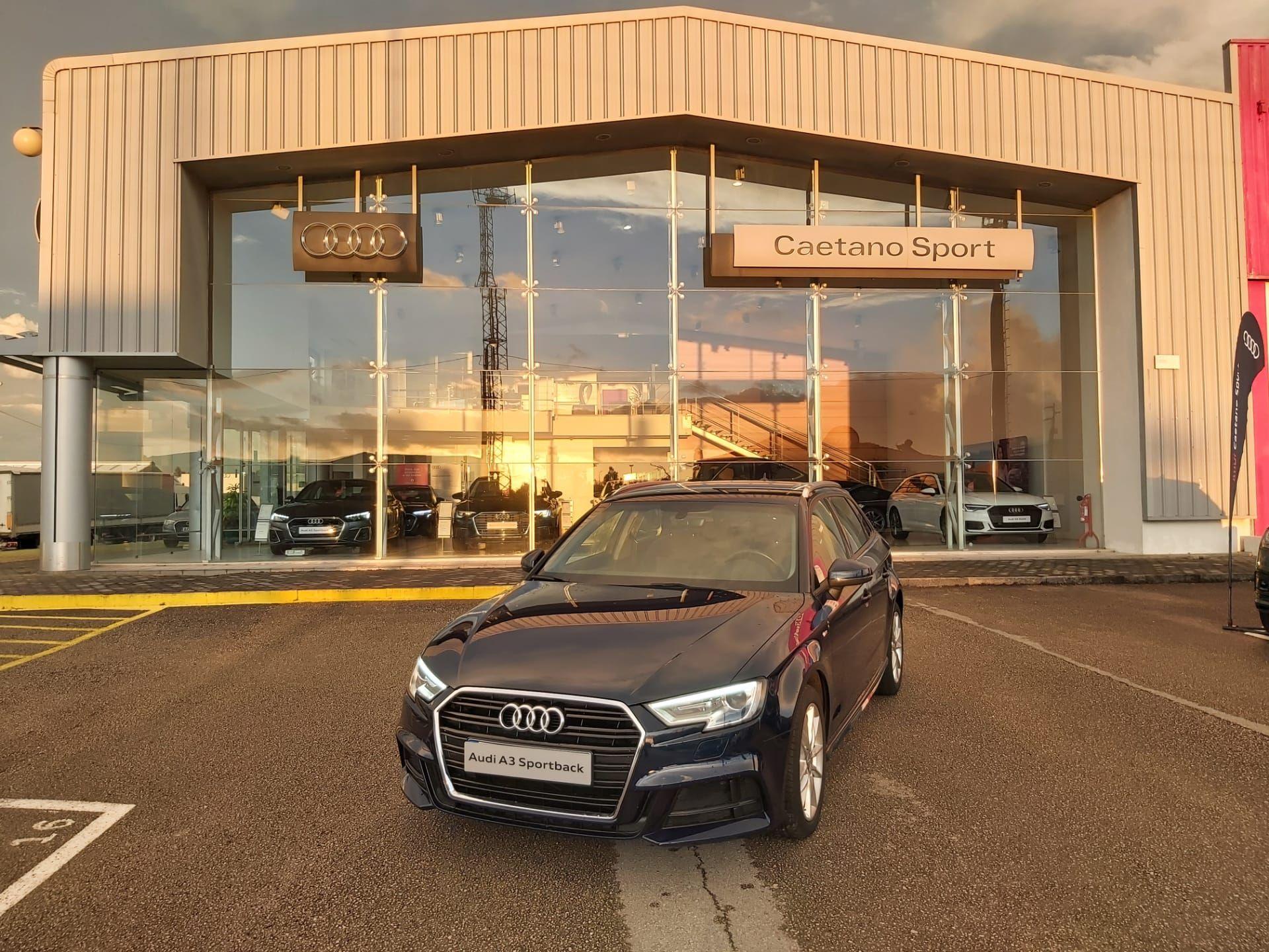 Audi A3 Sportback 1.6 TDI 116cv S/LINE EXTERIOR segunda mão Aveiro