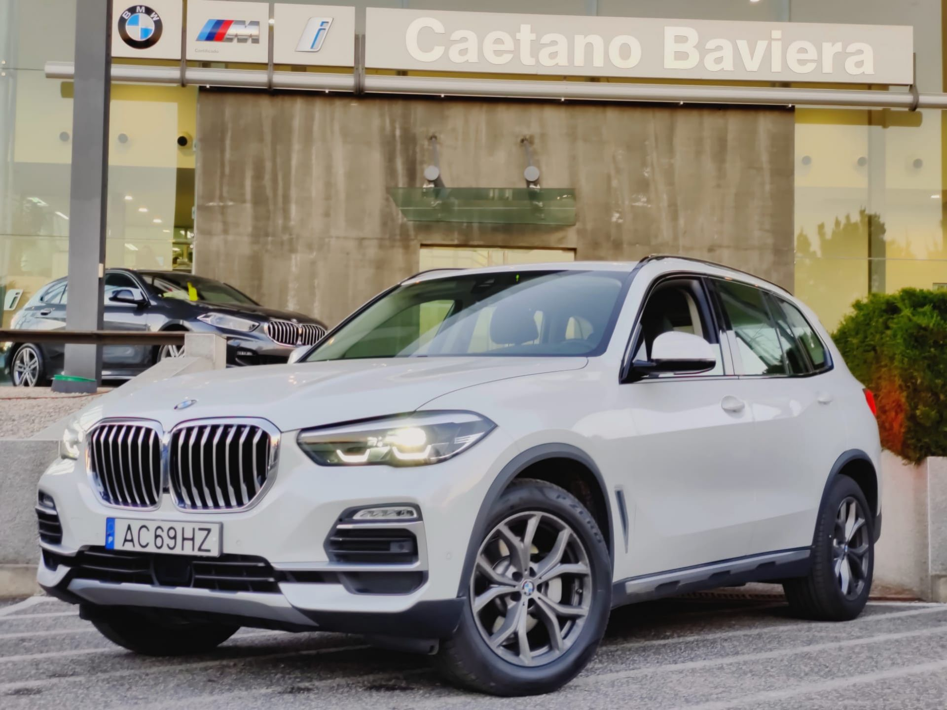 BMW X5 xDrive30d Auto xLine segunda mão Lisboa