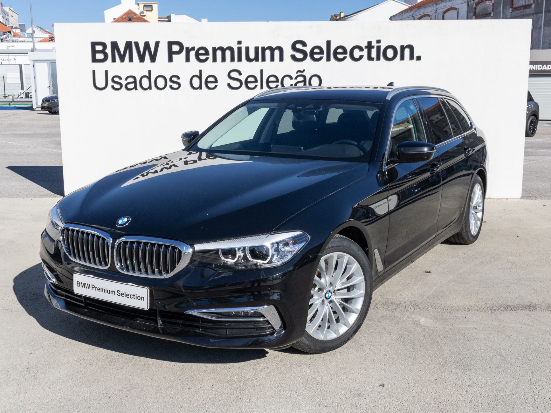 BMW Serie 5 520d Auto Luxury segunda mão Lisboa