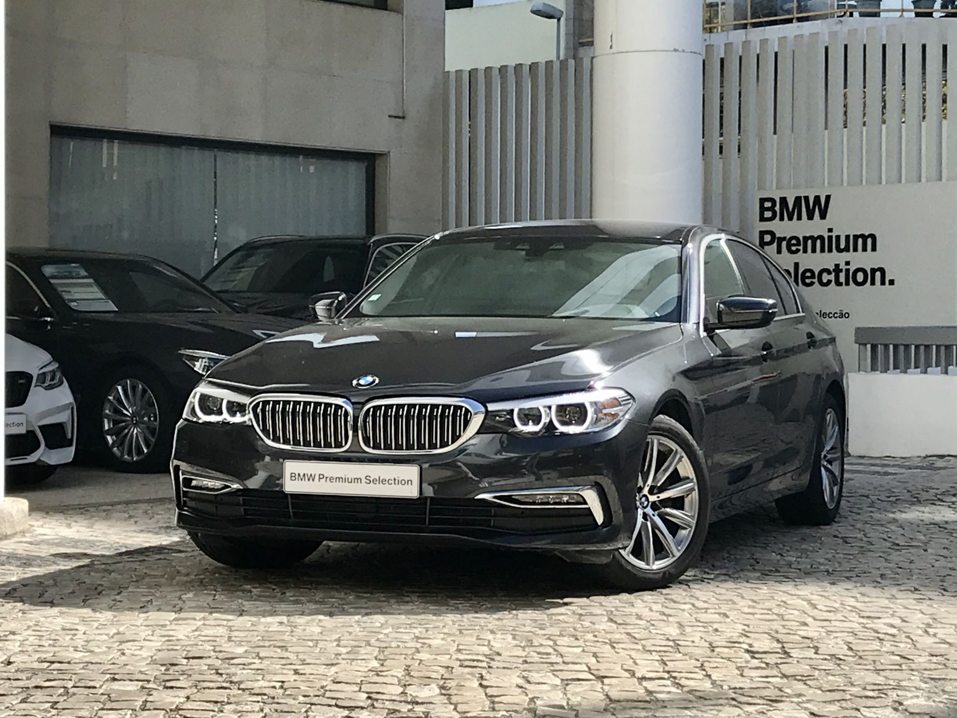 BMW Serie 5 520d Auto segunda mão Lisboa