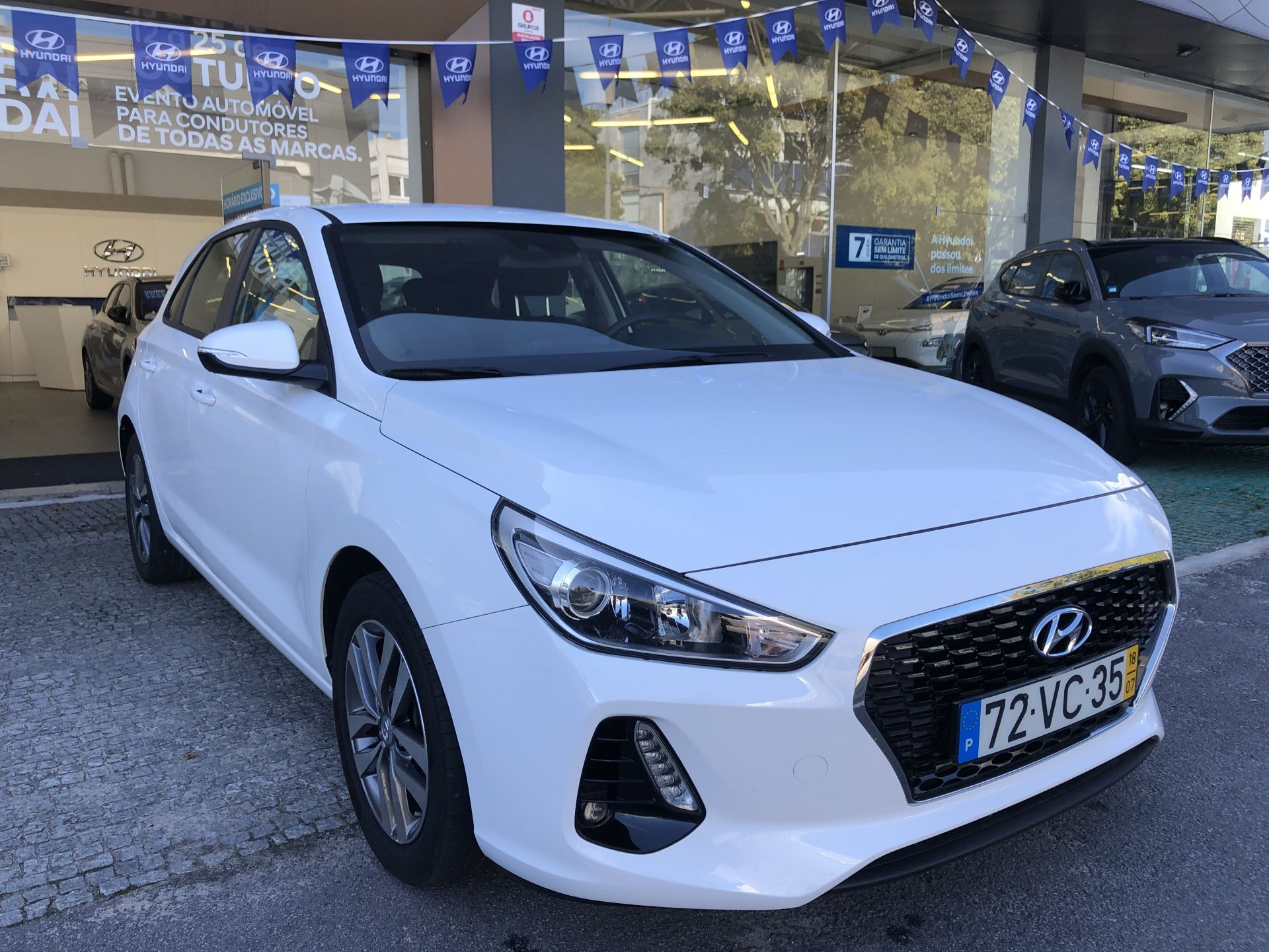 Hyundai i30 5P 1.0 TGDi COMFORT + NAVI 120CV segunda mão Porto