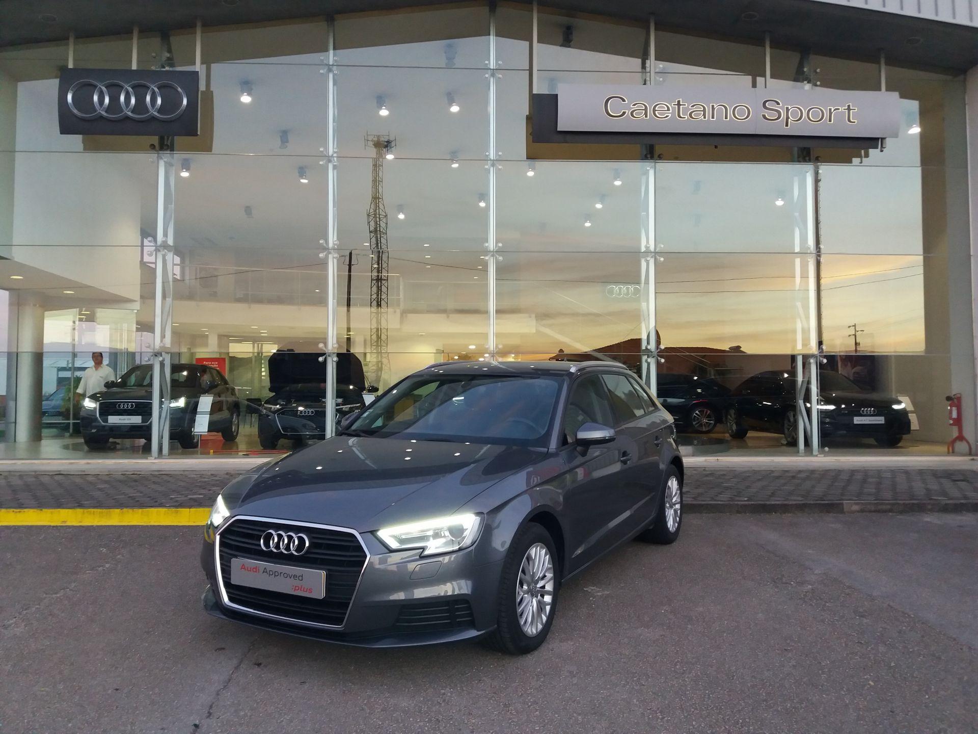 Audi A3 Sportback 1.6 TDI 116cv BL+NAV B.AQUECIDOS BARRAS TEJADILHO segunda mão Aveiro