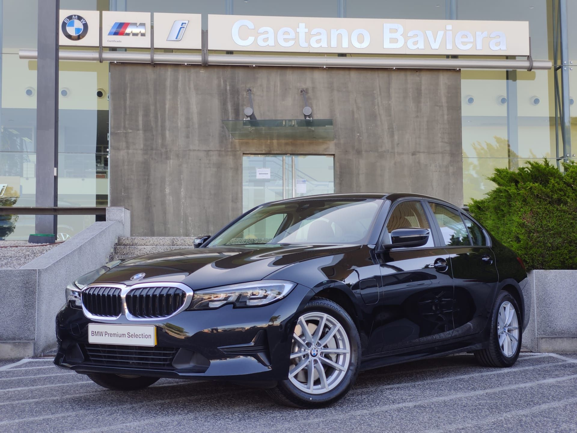 BMW Serie 3 330e Auto Corporate Edition usada Lisboa