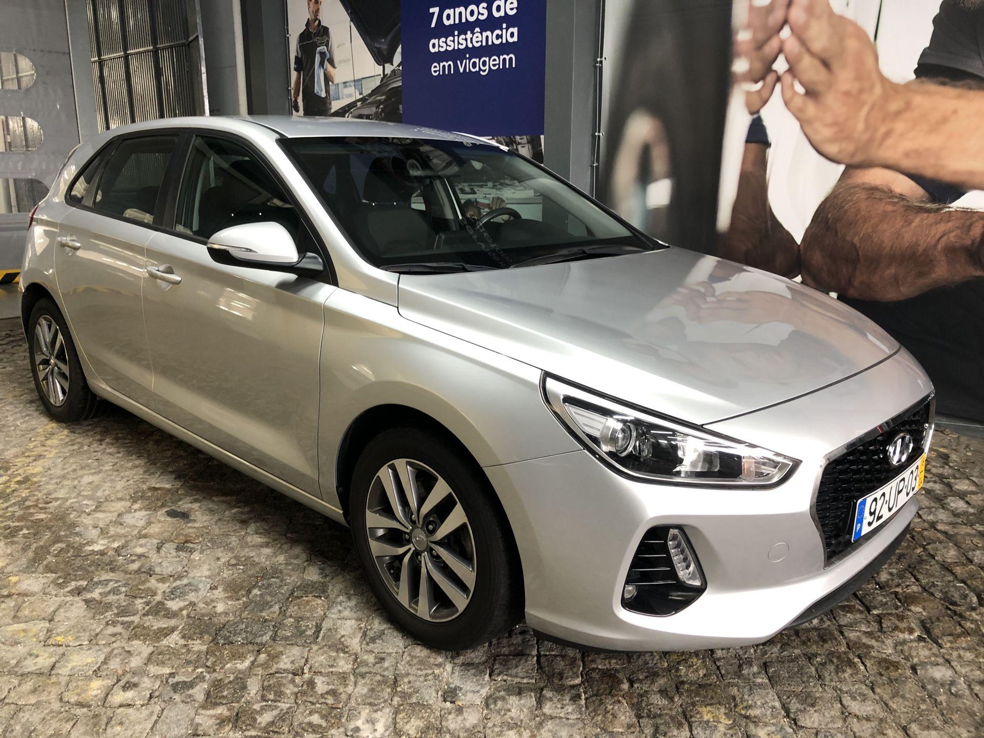 Hyundai i30 1.6 CRDi COMFORT + NAVI 110CV segunda mão Porto