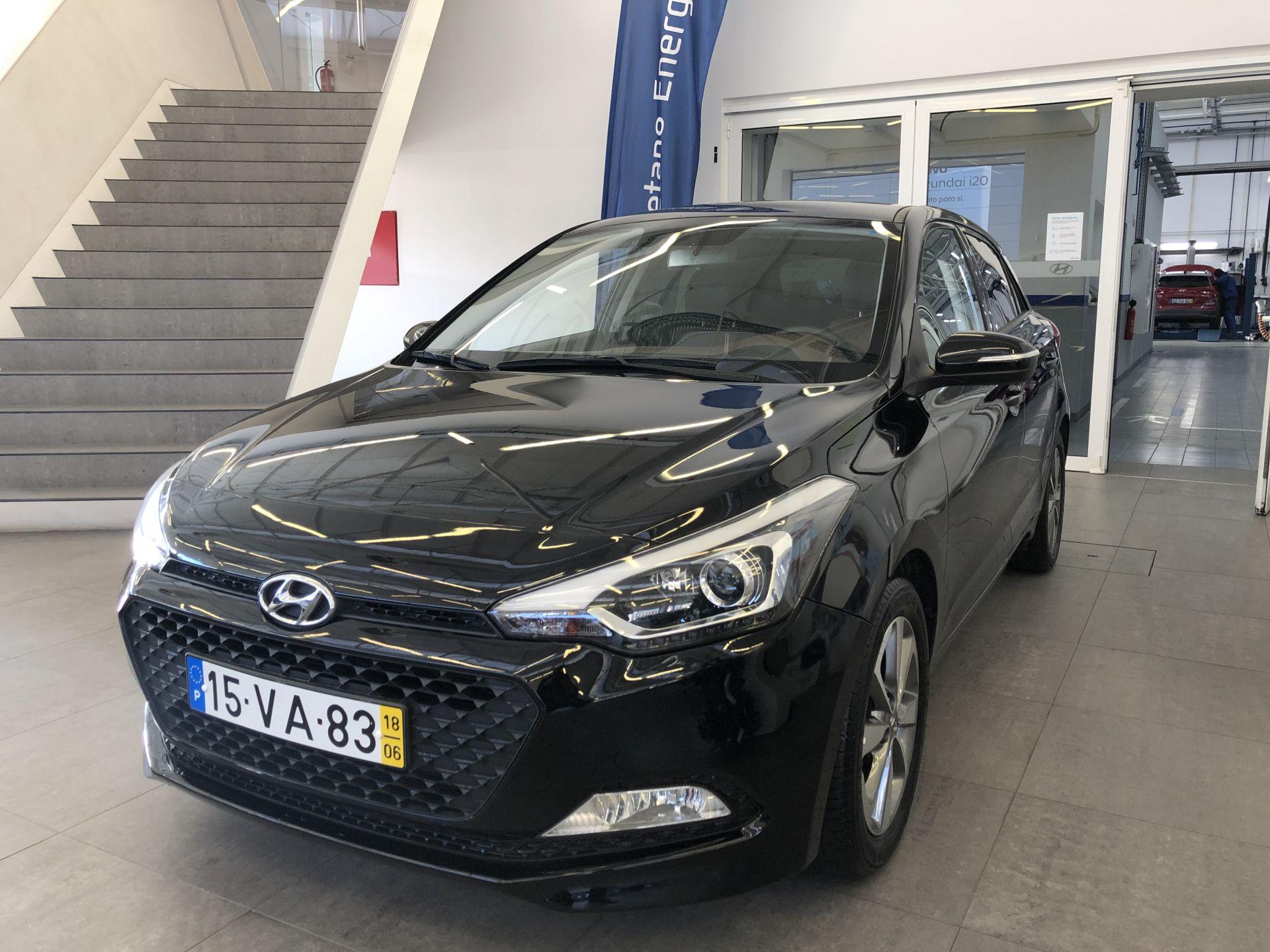 Hyundai i20 1.2 5 P GLS MPI COMFORT S/ CD MY17 segunda mão Porto