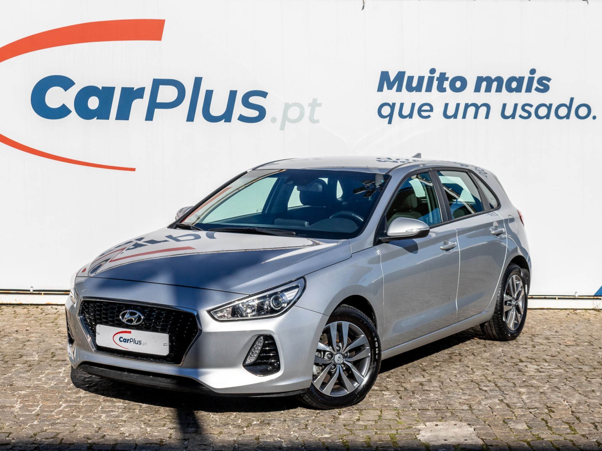 Hyundai i30 1.6 CRDi 110cv Comfort + Navi Pack segunda mão Lisboa