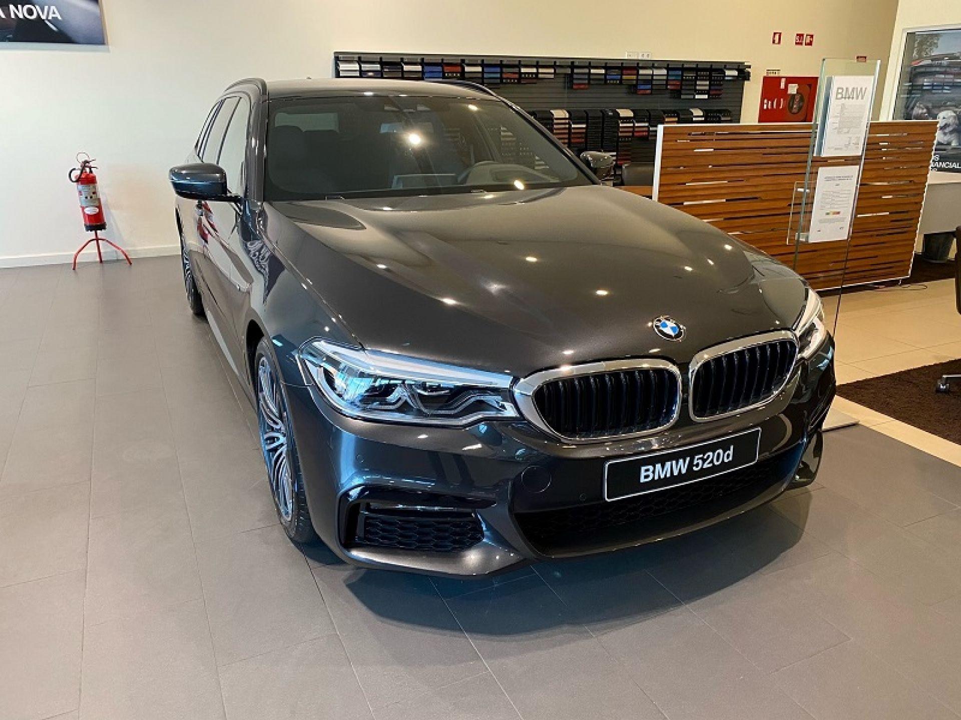 BMW Serie 5 520d Auto 48V segunda mão Faro