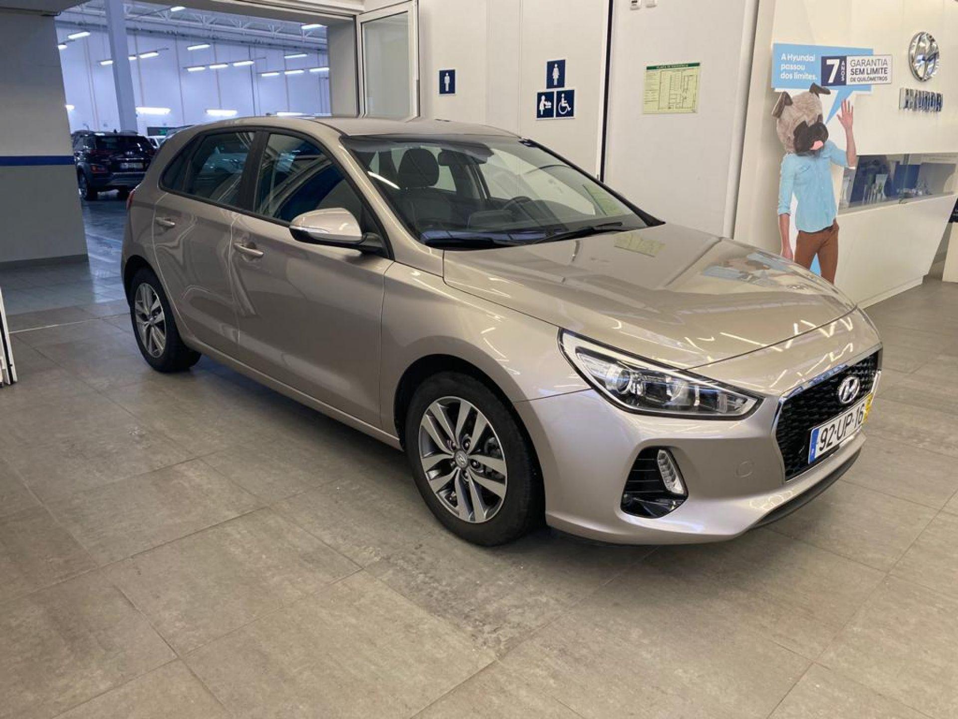 Hyundai i30 5P 1.6 CRDi COMFORT + NAVI 110CV segunda mão Setúbal