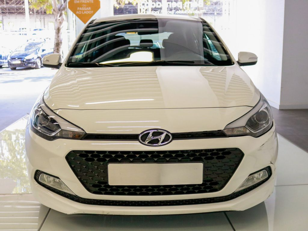 Hyundai i20  1.1 5 P GLS CRDi COMFORT S/ CD MY17 segunda mão Lisboa