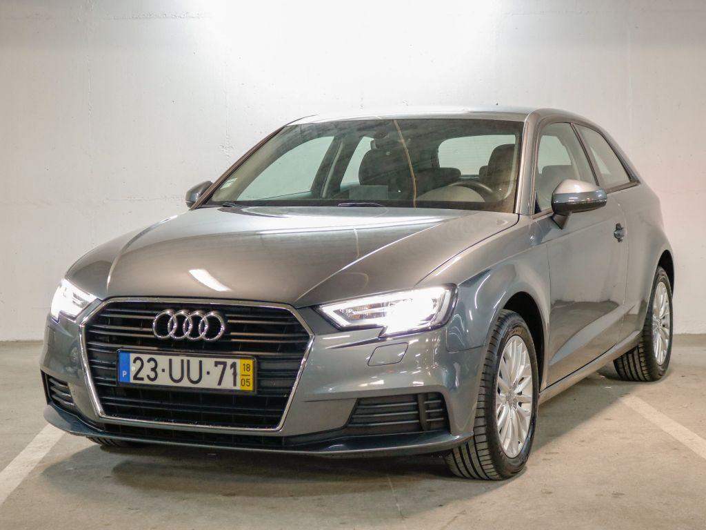 Audi A3 1.6 TDI 116cv Base segunda mão Lisboa