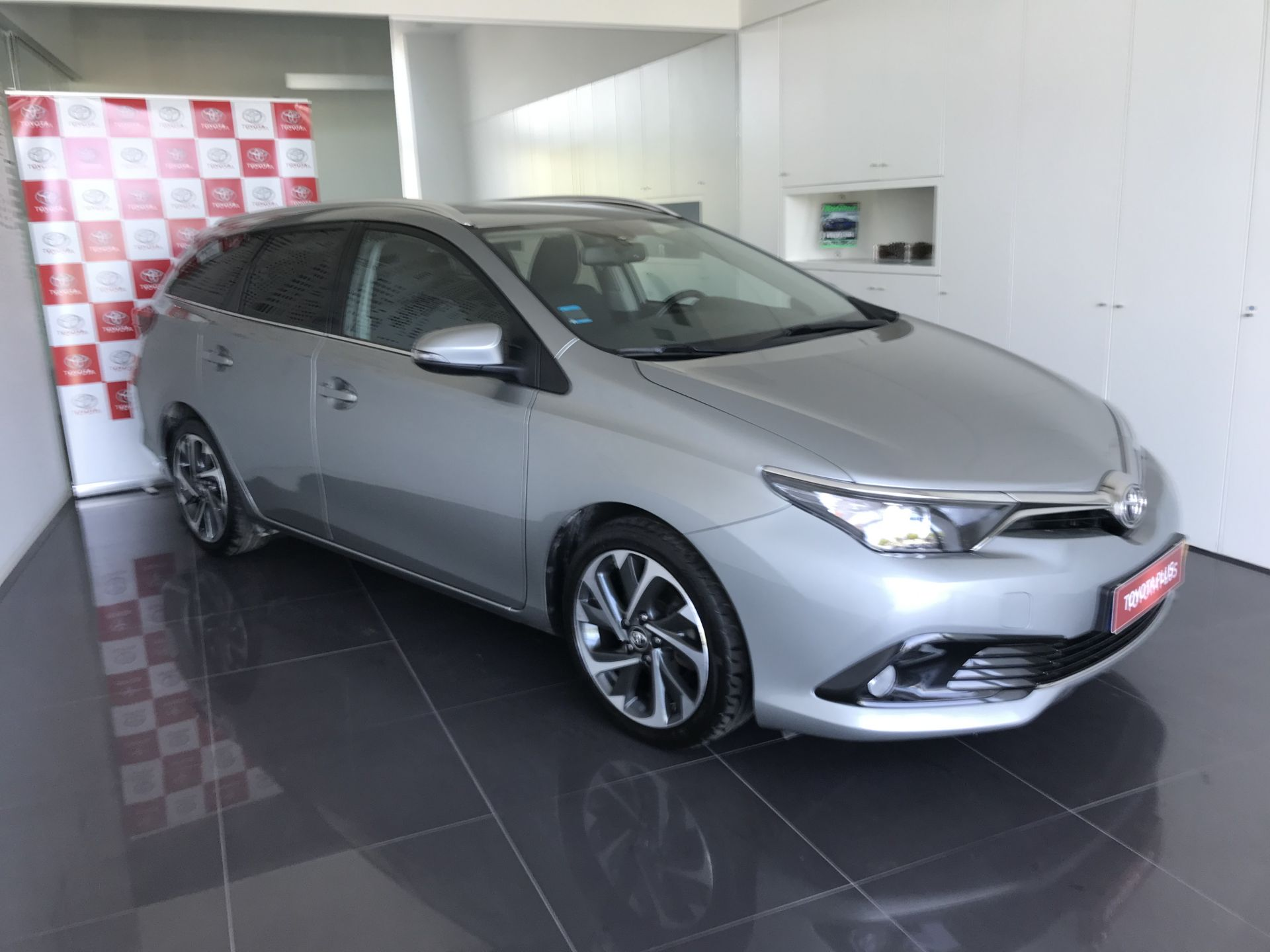 Toyota Auris Touring Sports Auris 1.4D TS Comfort+Pack Sport segunda mão Lisboa
