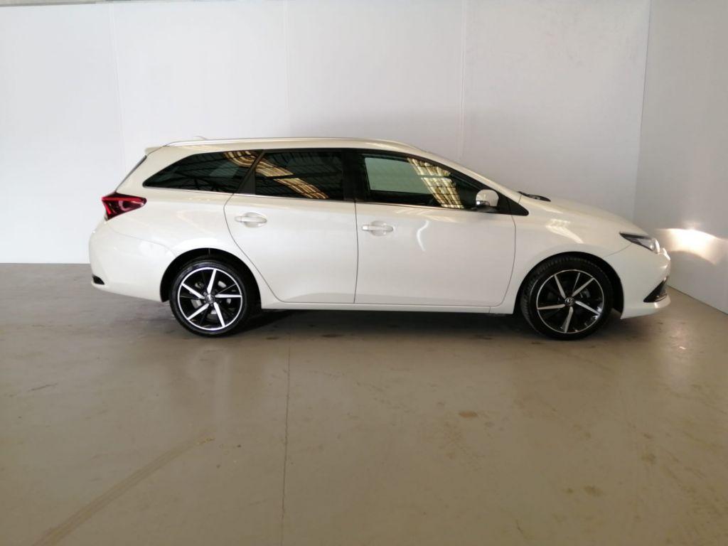 Toyota Auris Touring Sports 1.4D Comfort Pack Techno Pack Sport TS segunda mão Lisboa