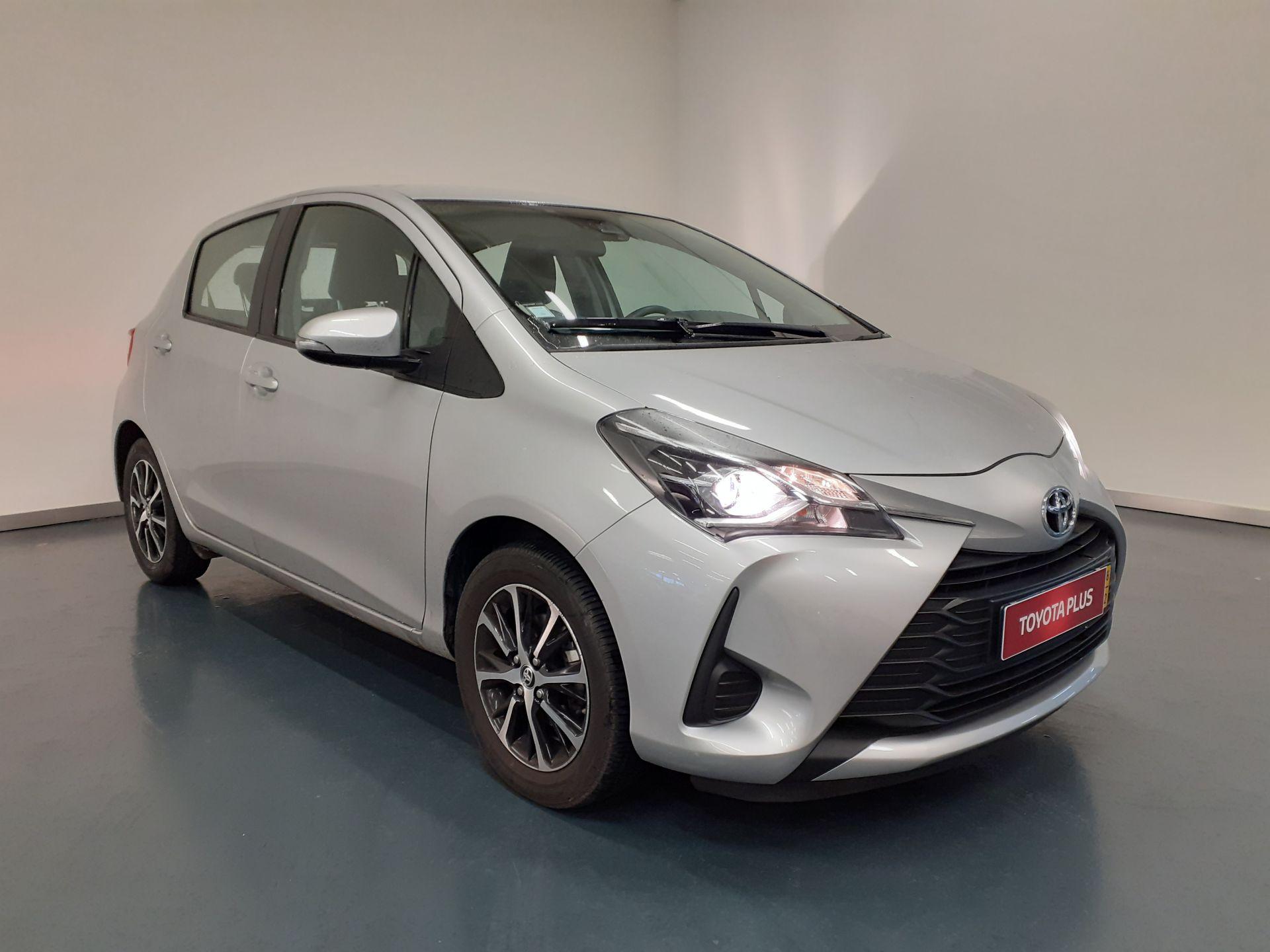 Toyota Yaris Yaris 1.0 5P Comfort segunda mão Lisboa