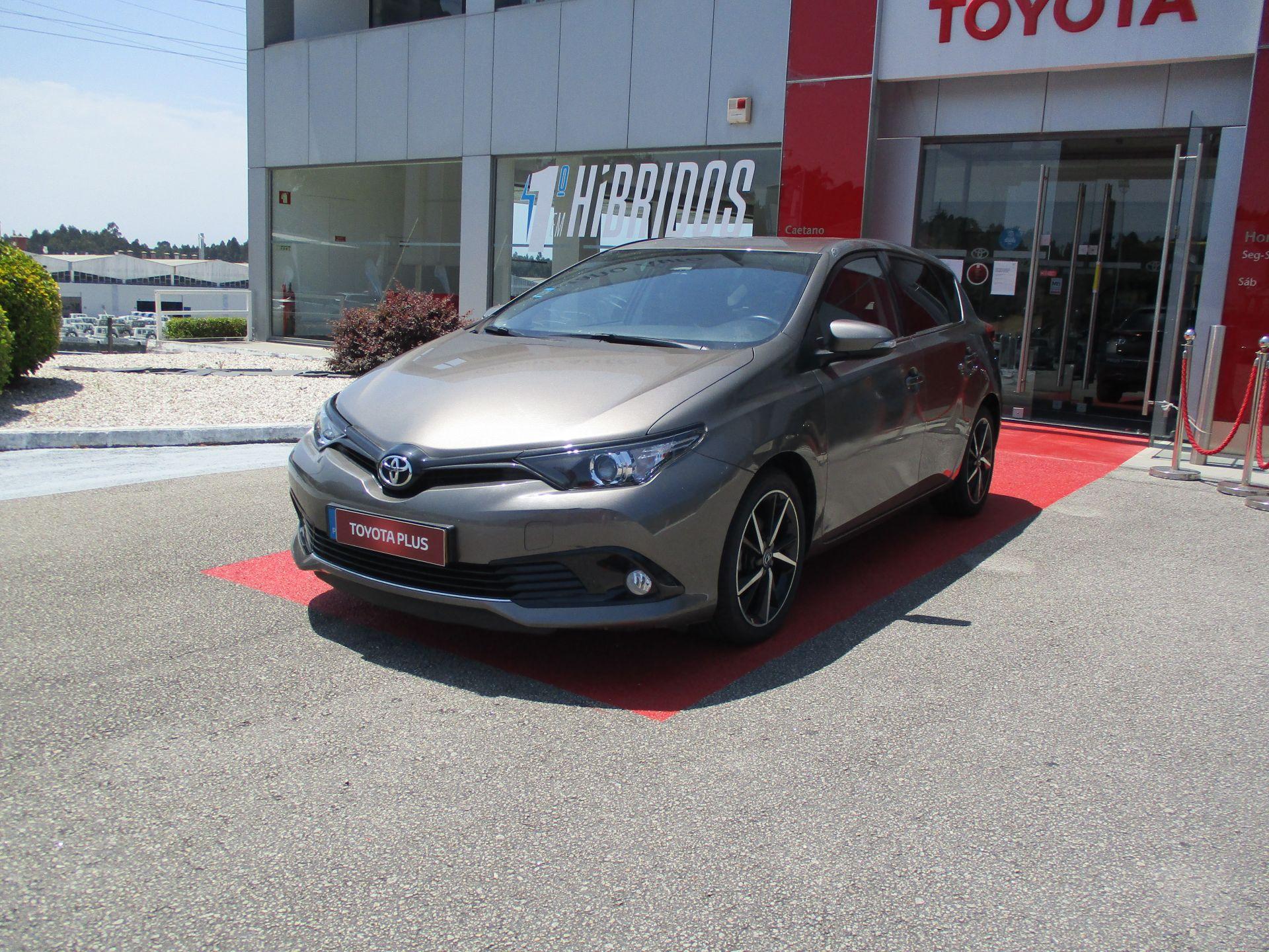 Toyota Auris Auris HB 1.4D Comfort + Techno + Pack Sport segunda mão Aveiro