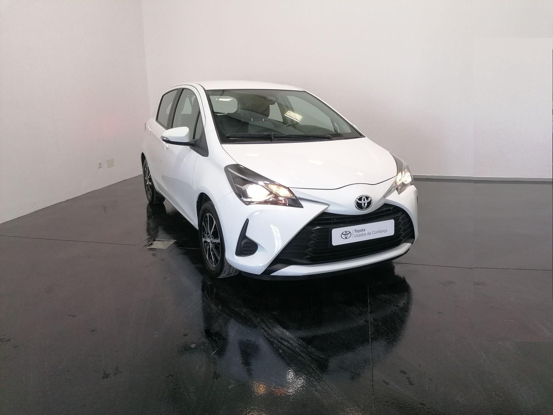 Toyota Yaris 1.0 5P Comfort segunda mão Santarém