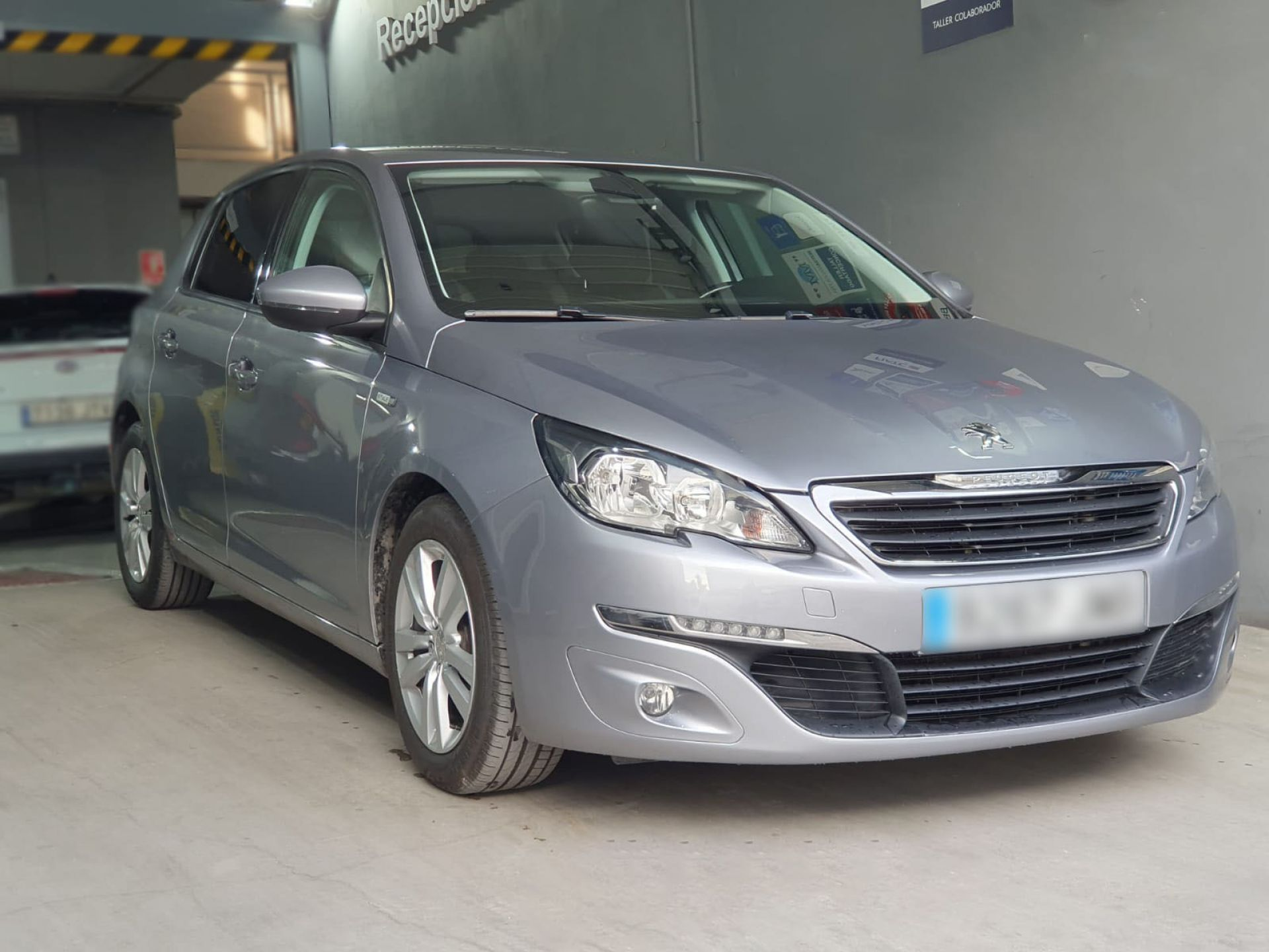 Peugeot 308 5p Style 1.6 BlueHDi 100 segunda mano Cádiz