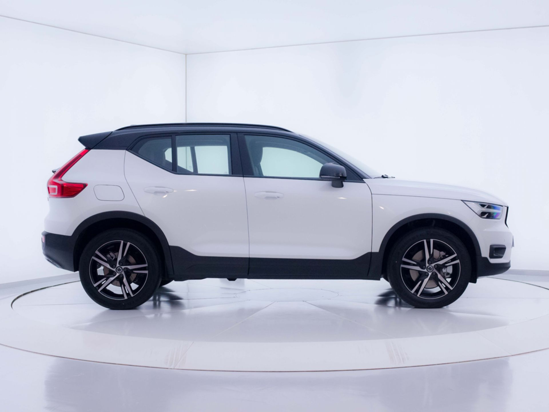 Volvo XC40 1.5 T4 Twin Recharge R-Design Exp Auto