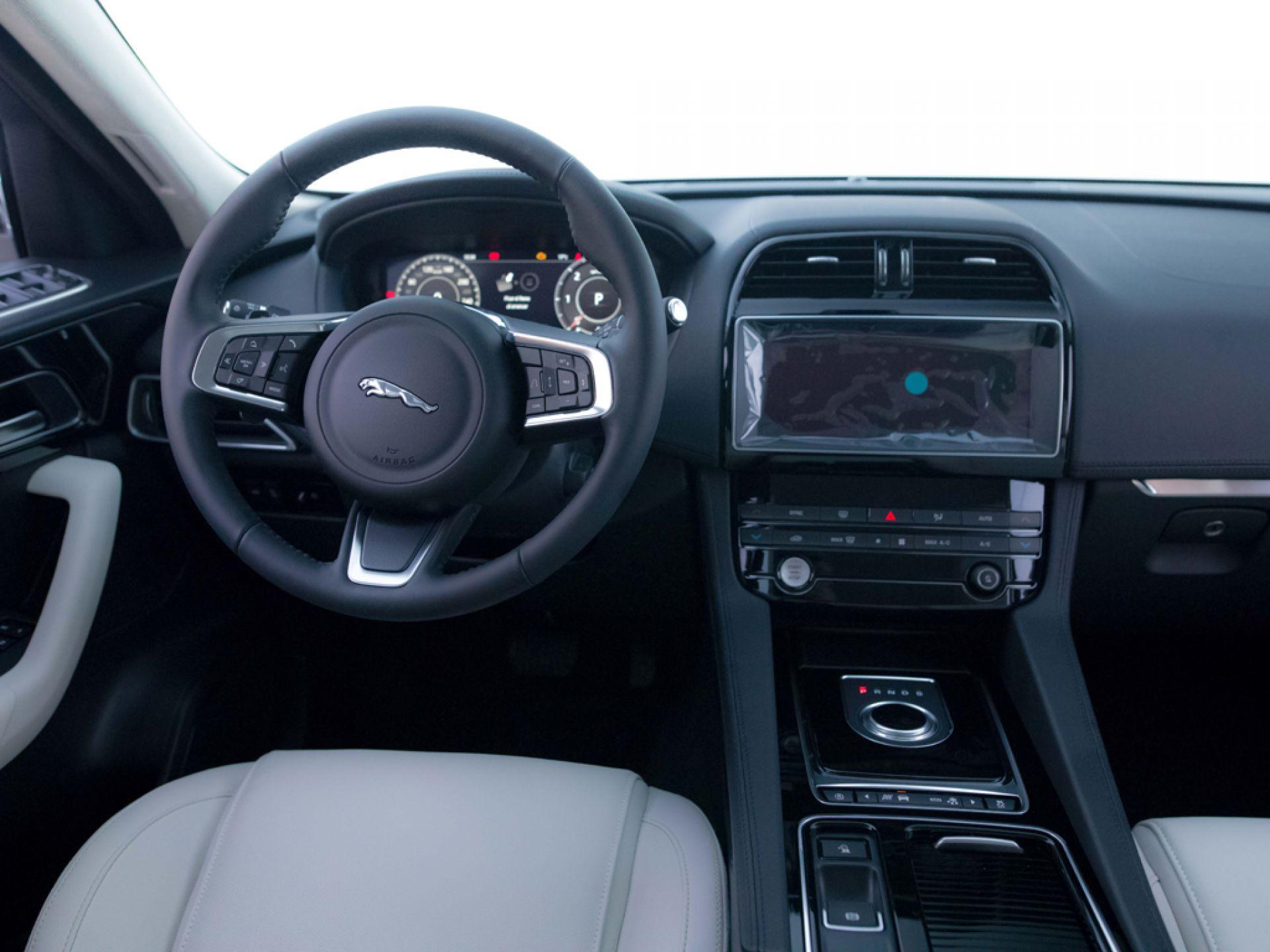 Jaguar F-Pace 2.0L i4D Prestige Auto