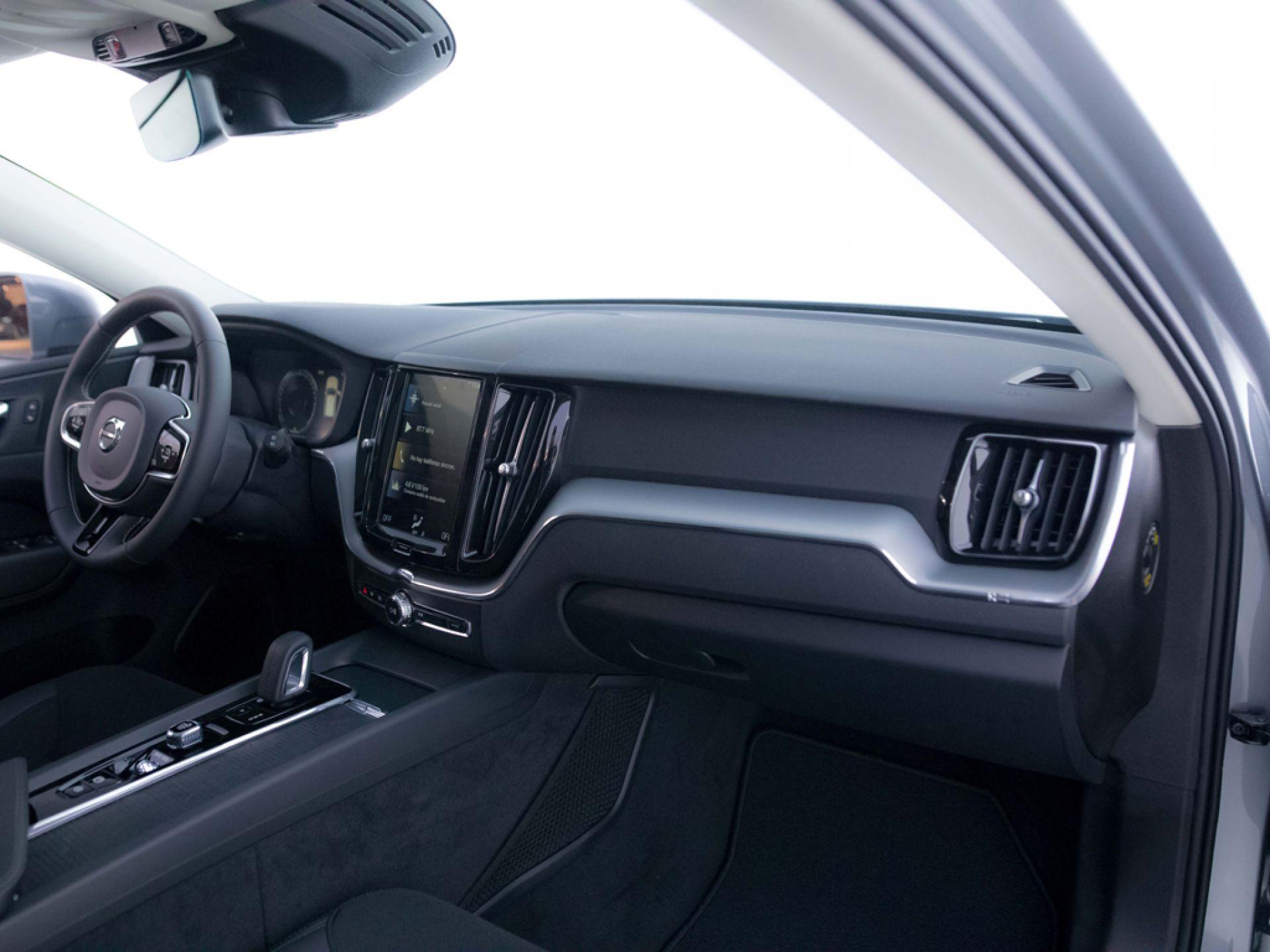 Volvo XC60 2.0 T8 AWD Business Plus Auto