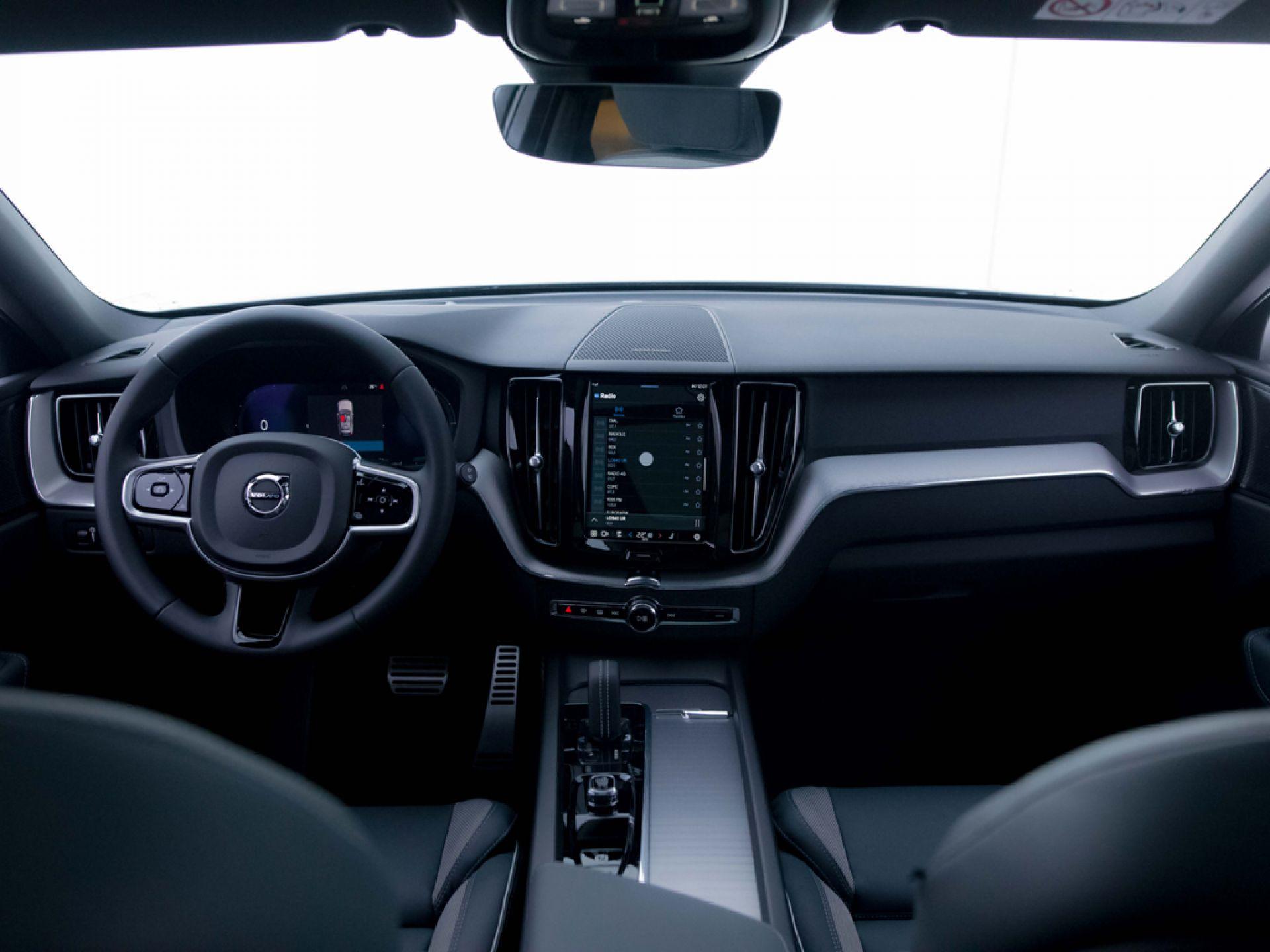 Volvo XC60 2.0 T6 AWD Recharge R-Design Auto