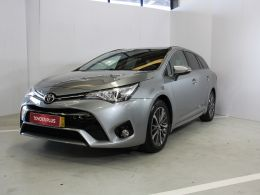 Toyota Avensis Station Wagon 1.6D Luxury segunda mão Porto