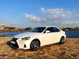 Lexus IS 300h Executive Plus segunda mão Porto