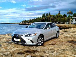 Lexus ES 300h Executive Plus segunda mão Porto