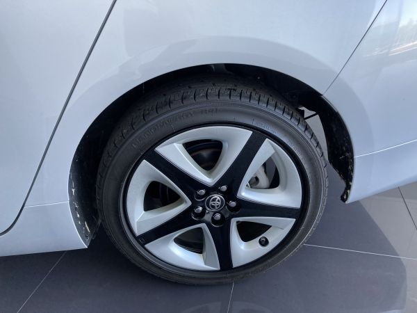 Toyota Prius Prius 1.8 Hybrid Luxury + Pele usado (Lisboa)