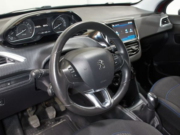 Peugeot 208 1.2 PureTech Style 82
