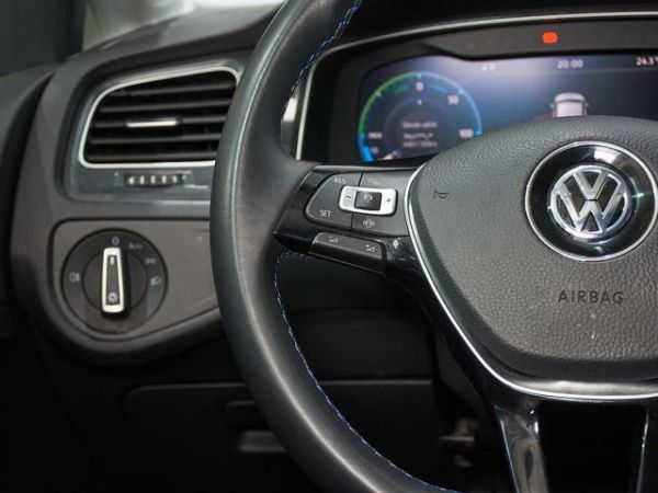 Volkswagen Golf  ePower 100 kW (136 CV)